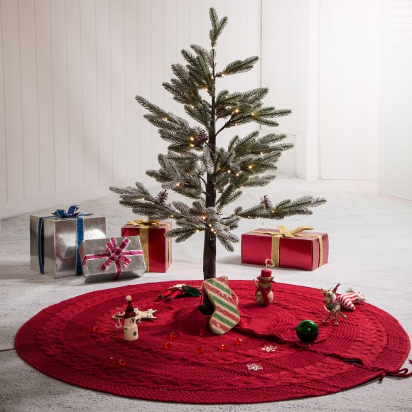"Glitzhome 48""L Knitted Acrylic Christmas Tree Skirt - Red"